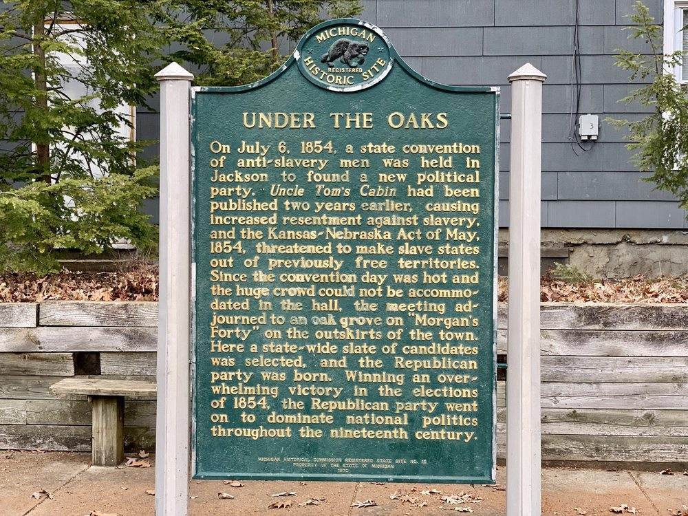 Under The Oaks: 418 2nd St, Jackson, MI