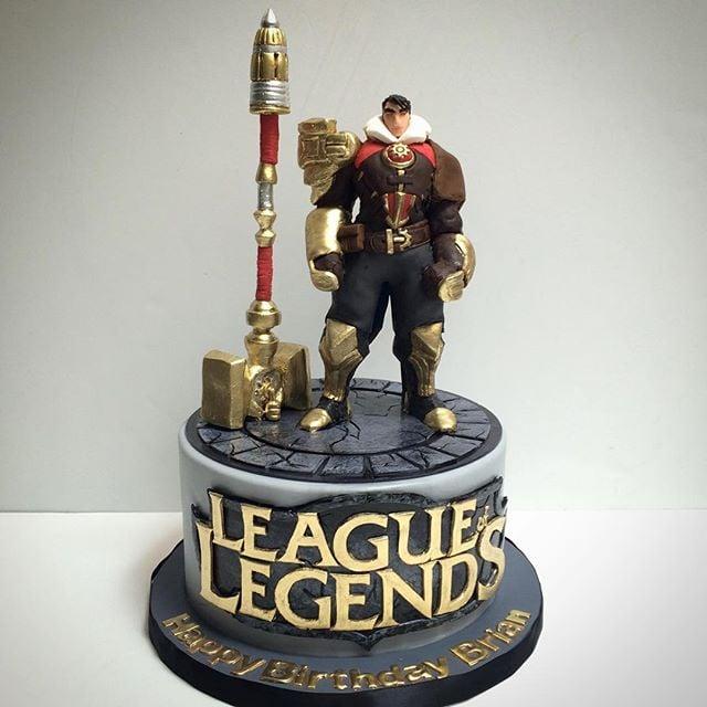 league of legends cake with sugar jayce figurine  u0026 sugar
