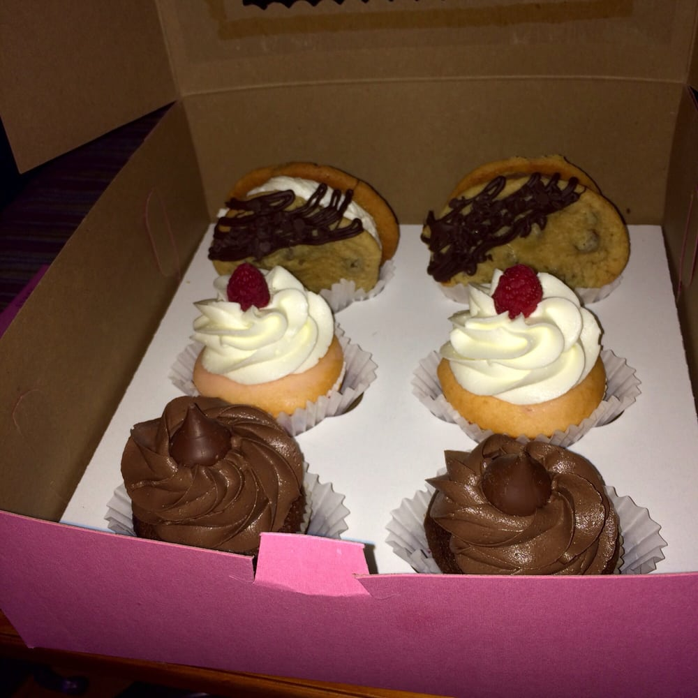 Lil Bit of Heaven Cupcakes: 95 Olde Main St, St. Albans, WV
