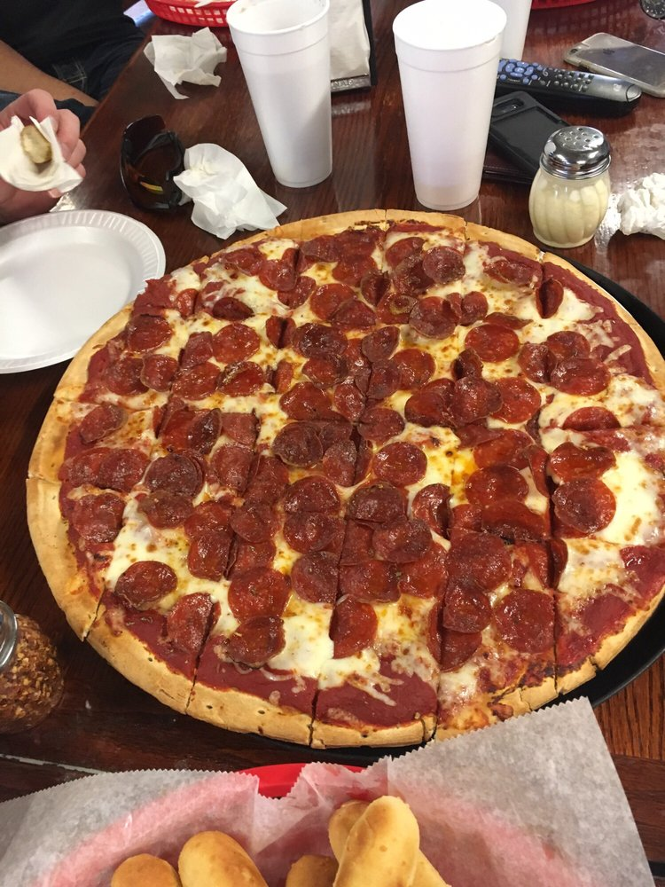 Eddie's Lakeview Pizza: 382 E Lakeview Dr, Nineveh, IN