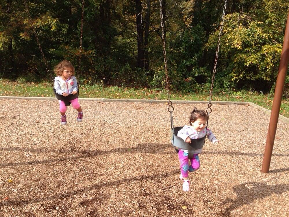 Lakeside Park: 5236 Pommeroy Dr, Fairfax, VA