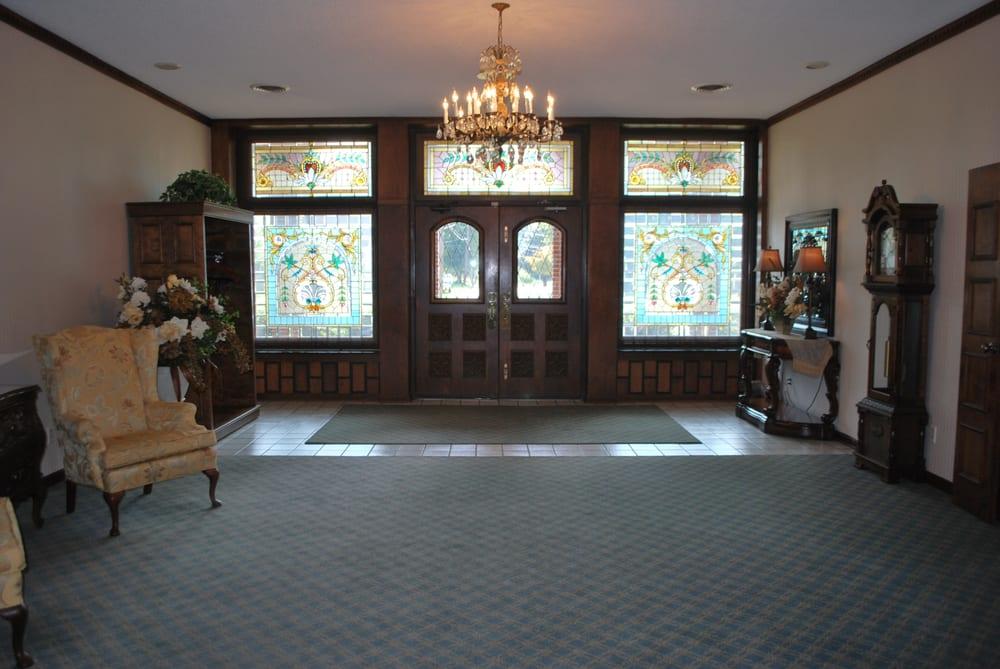 Benton-Glunt Funeral Home: 629 S Green St, Henderson, KY