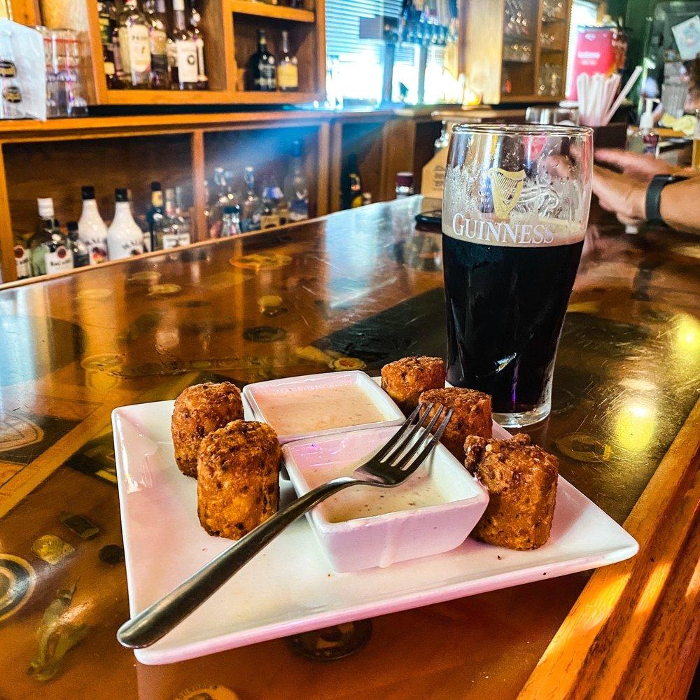 Bailey's Irish Pub: 312 N 2nd St, Leavenworth, KS