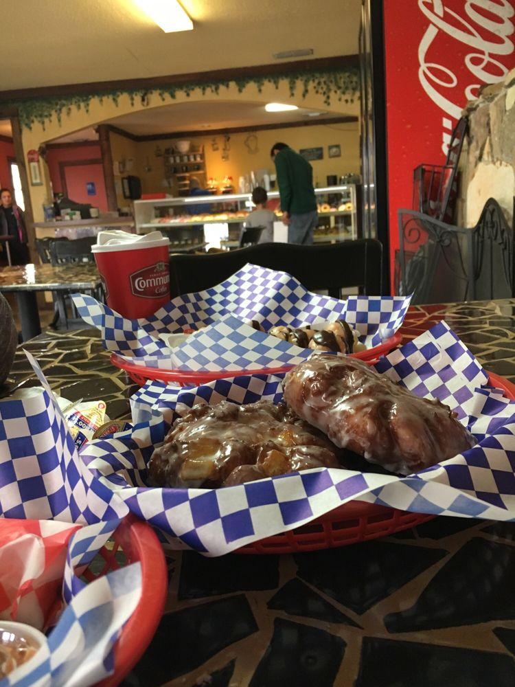 The Doughnut Cafe: 3130 Richmond Rd, Texarkana, TX