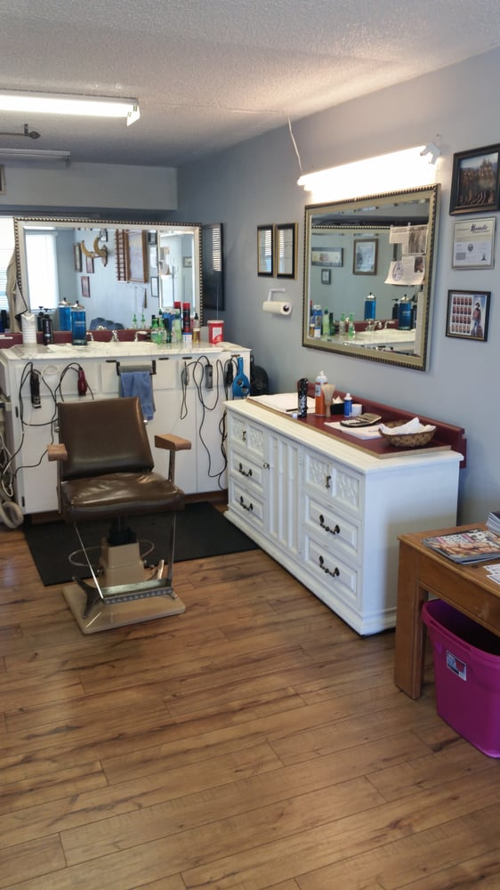 Mike's Main Street Barber Shop: 520 N Main St, Angels Camp, CA