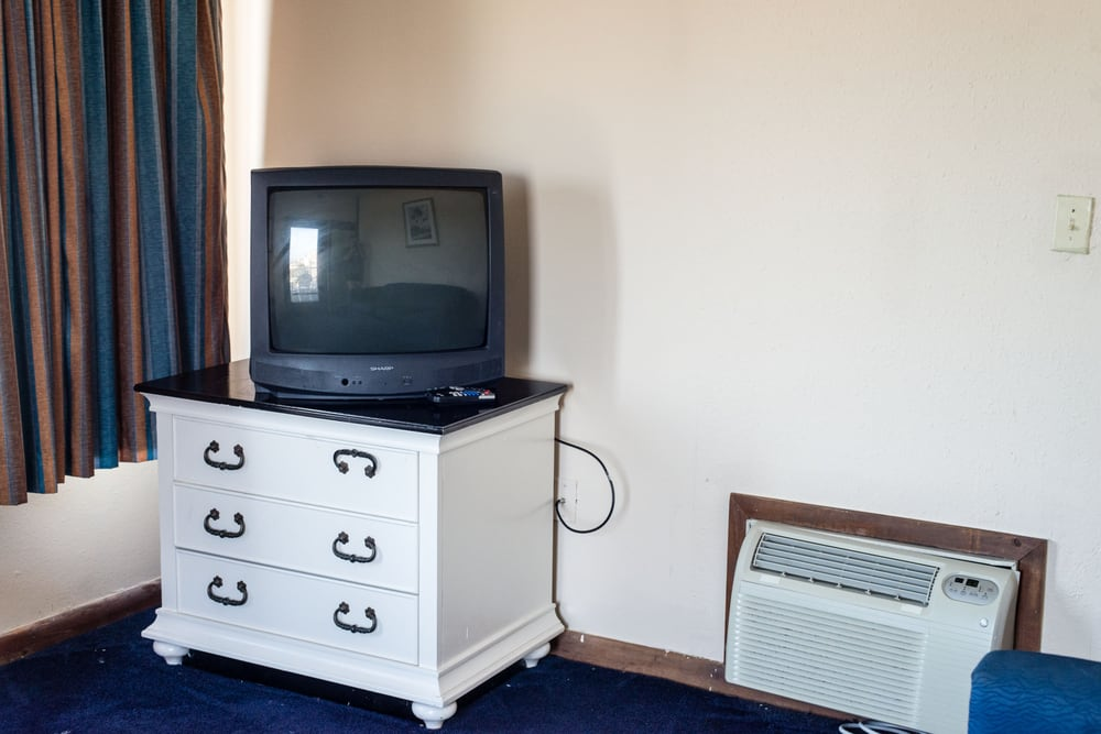 Tv Is A Crt About 20 And The Ac Is Built Into The Wall Crooked
