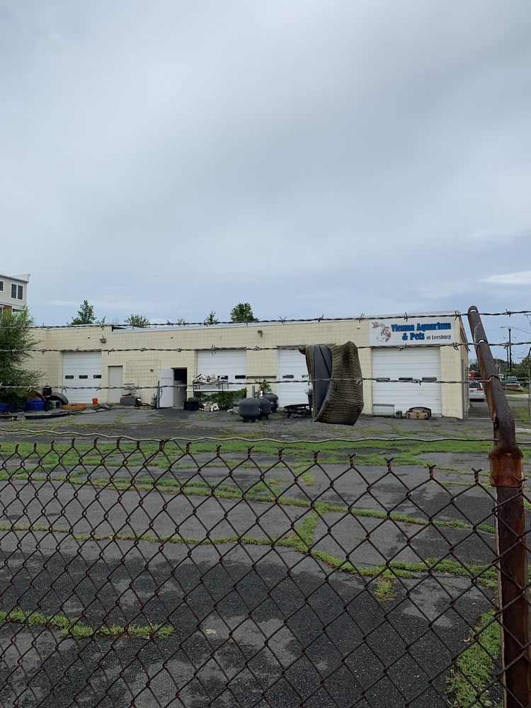 Vienna Aquarium & Pets: 301 Industrial Ct SE, Leesburg, VA