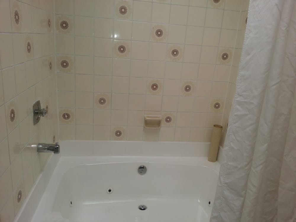 Jacuzzi tub could use service - Yelp