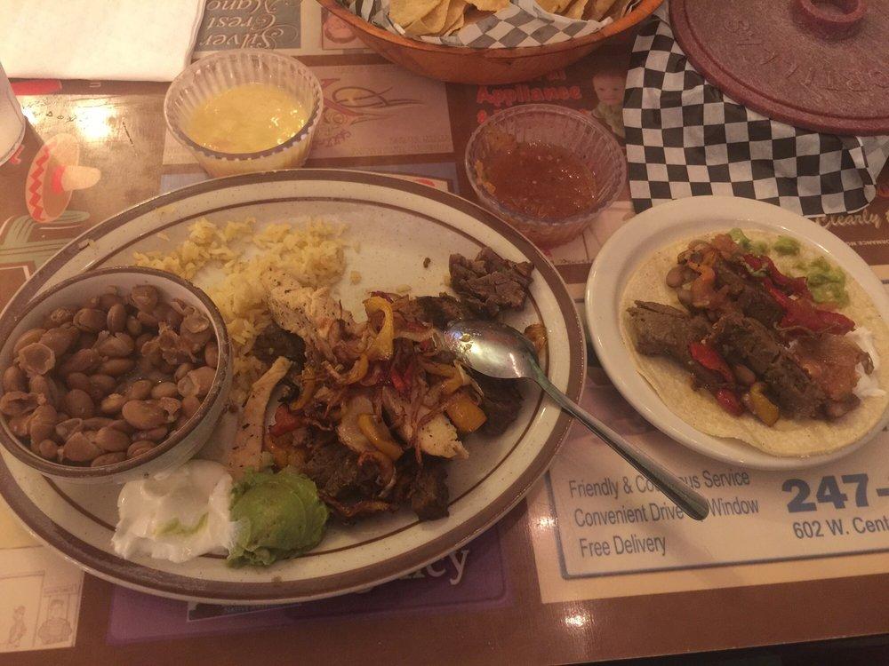 Munoz Mexican Restaurant: 126 W Broadway St, Anadarko, OK
