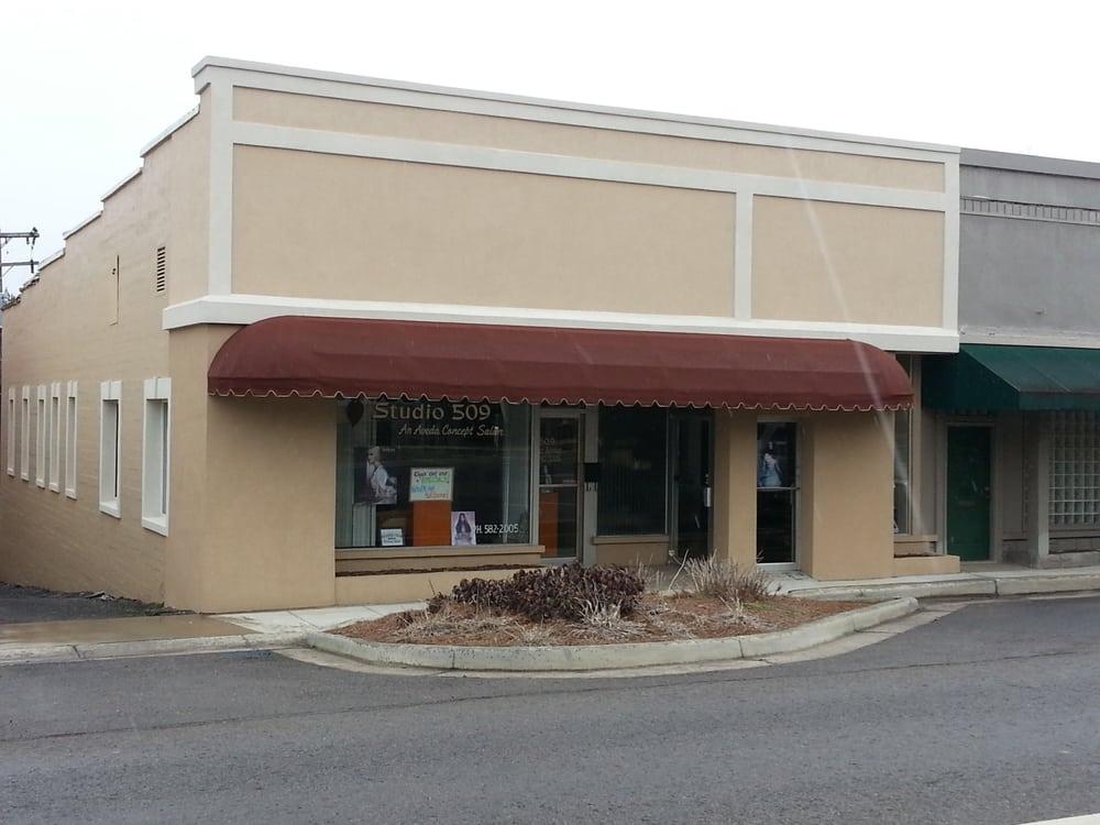 Studio 509 Aveda Salon Spa: 509 Gunter Ave, Guntersville, AL