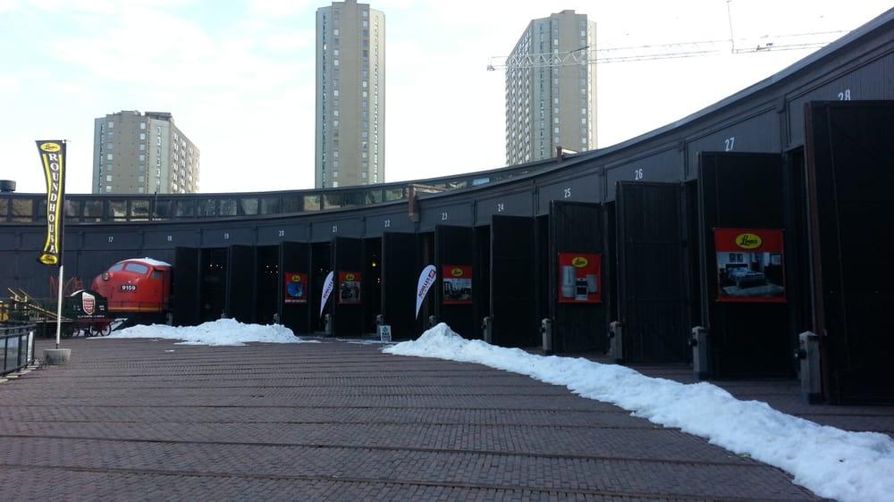 leon s at the roundhouse ferm 11 avis magasin de meuble 255 bremner boulevard. Black Bedroom Furniture Sets. Home Design Ideas