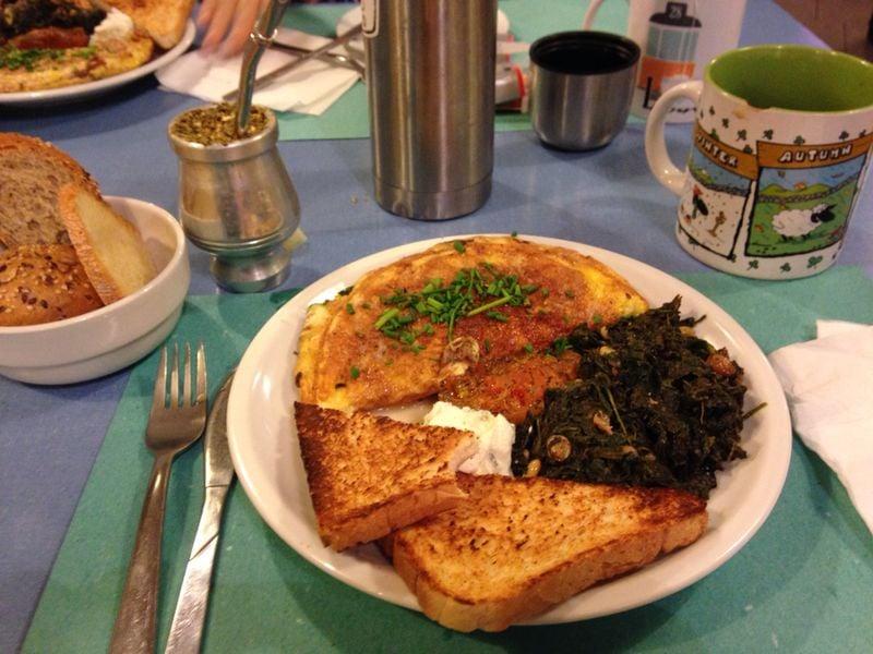 Brunch nr 3 omelette di zucchine spinaci con uvetta e for Ostello bello milano brunch
