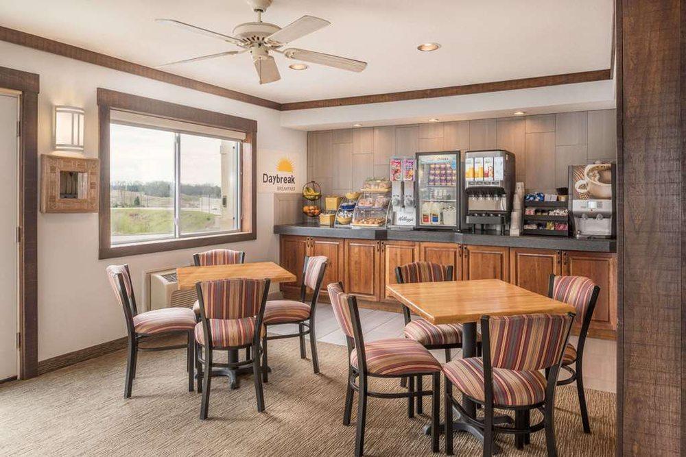Holiday Inn Express Osage Beach: 4533 Osage Beach Pkwy, Osage Beach, MO