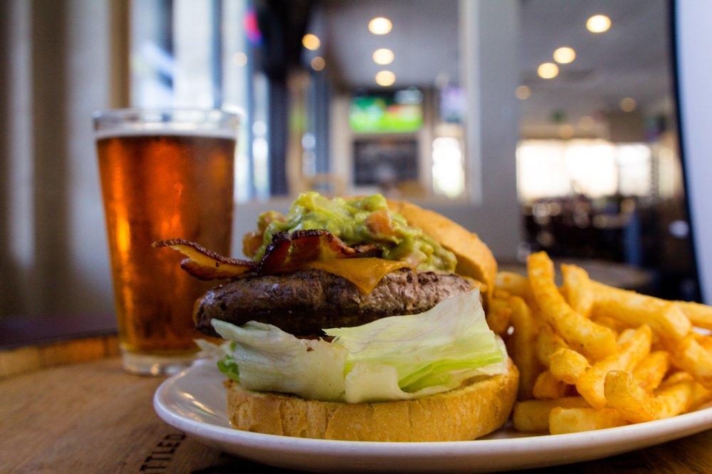 Mainstream Bar and Grill: 13385 Poway Rd, Poway, CA