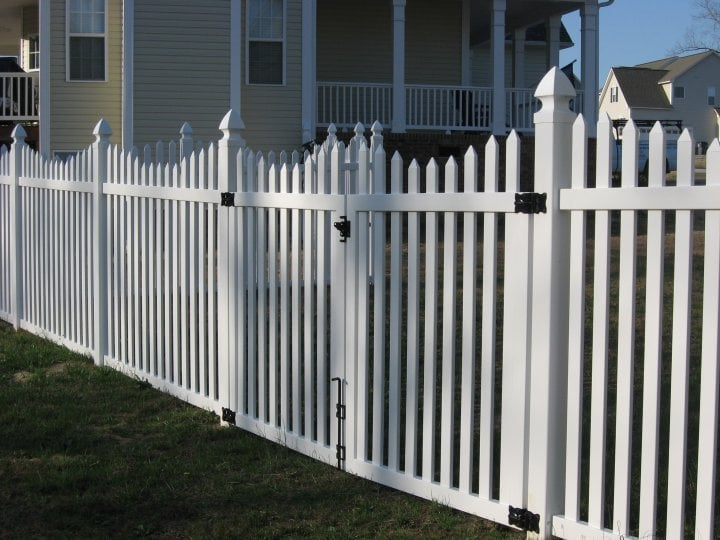 White Vinyl Picket Fence W Scallop Amp French Gothic Posts