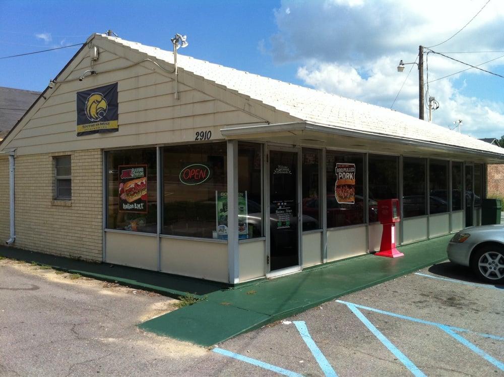 Subway: 4904 Hardy St, Hattiesburg, MS