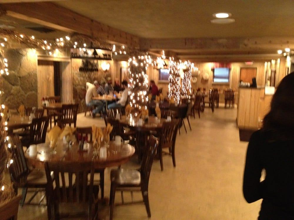 Silver Saddle Room : 601 E Pic Pike Rd, Saratoga, WY