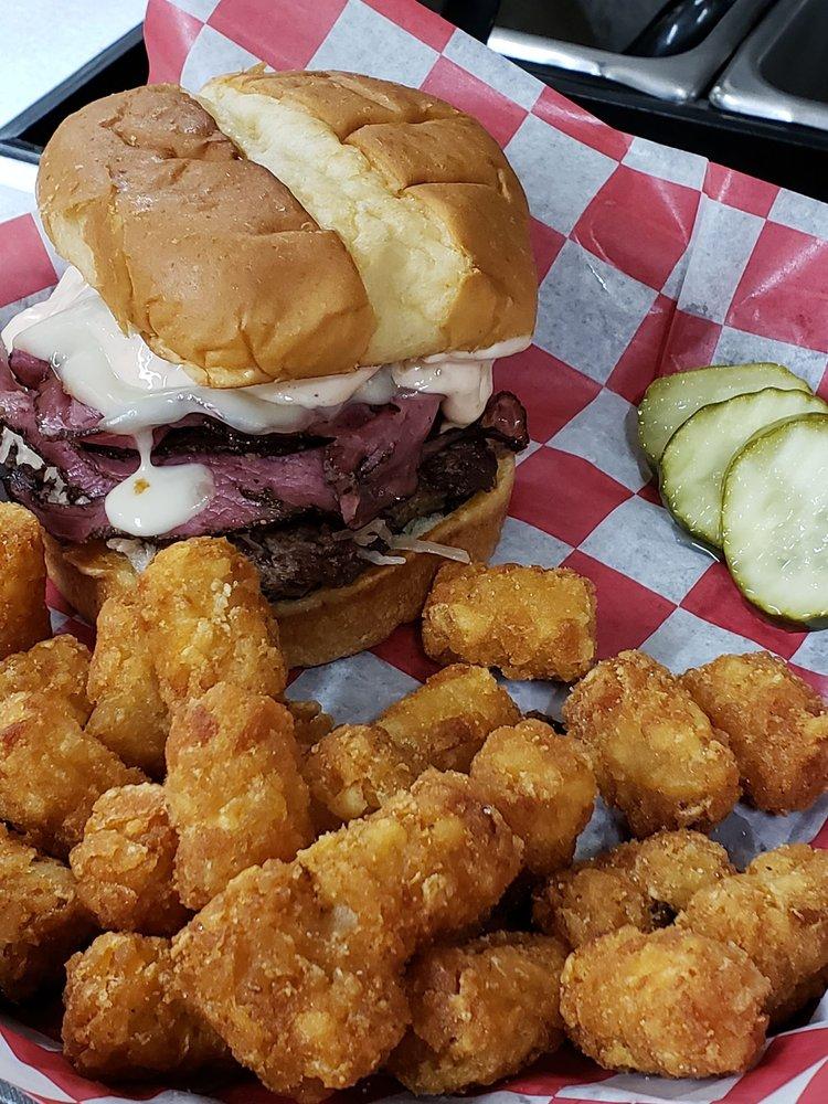 Rebucks Gourmet Burgers: 914 Central Ave, Auburn, NE