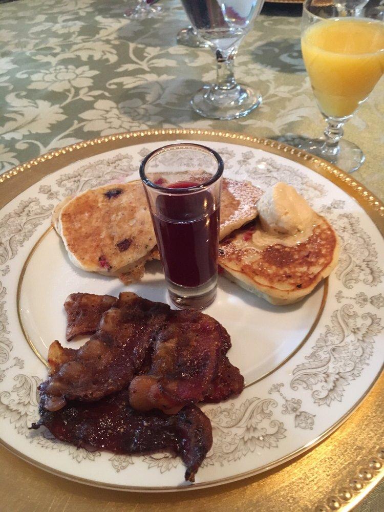 Lindenhof Bed and Breakfast: 5596 Walnut St, Augusta, MO