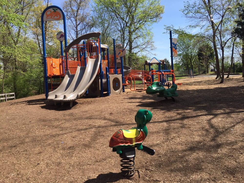 Ashburn Park: 43546 Partlow Rd, Ashburn, VA