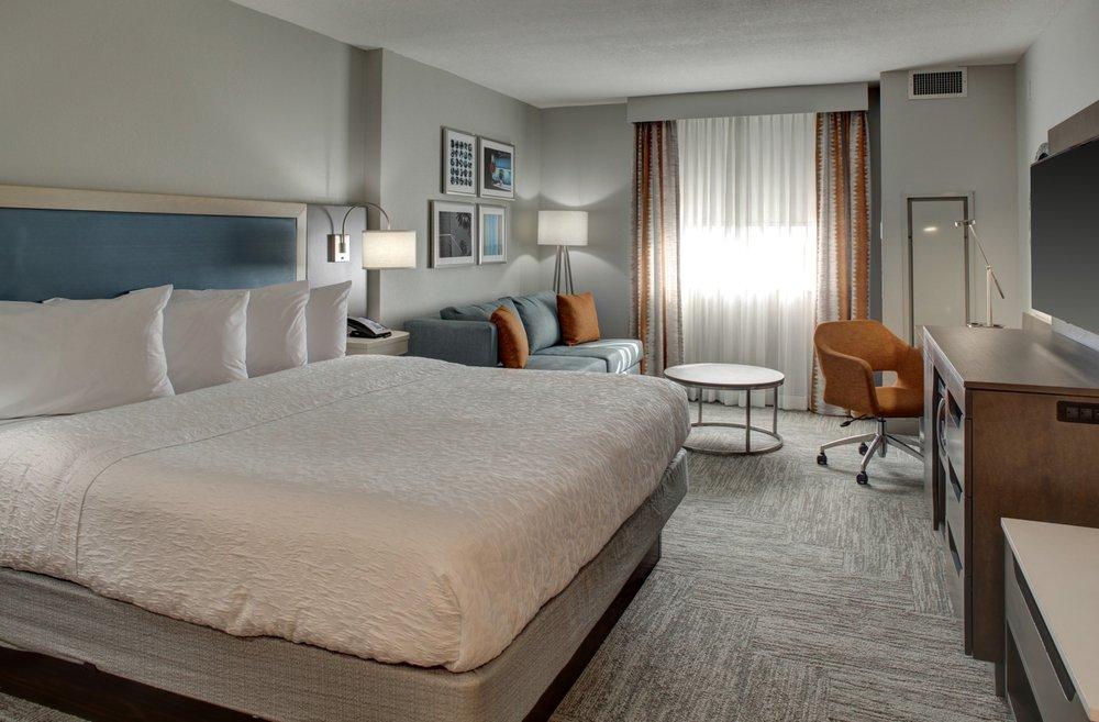 Hampton Inn & Suites by Hilton Miami Airport South - Blue Lagoon