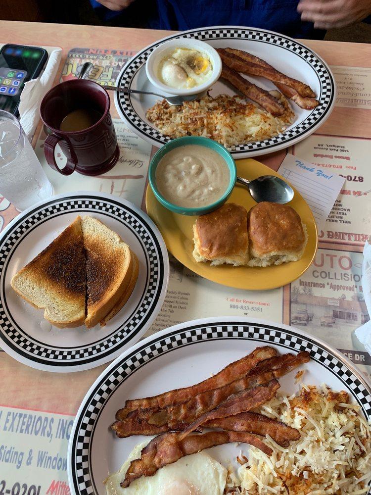 J & J Restaurant: 71 Hwy 64 W, Alma, AR