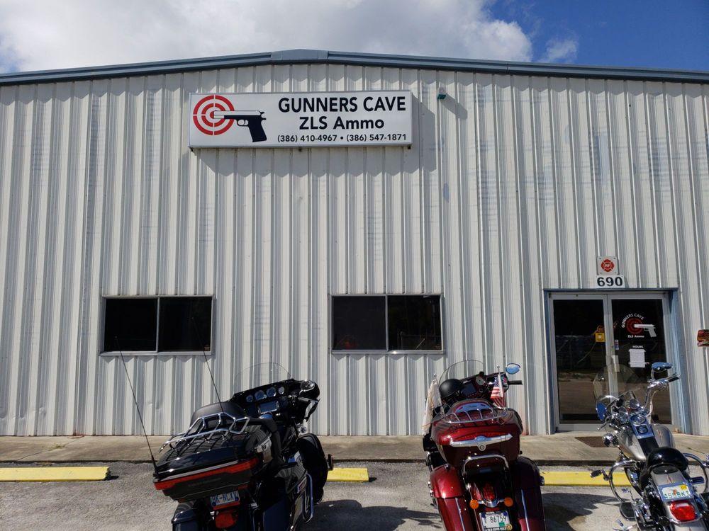 Gunners Cave: 690 N US Hwy 1, Oak Hill, FL
