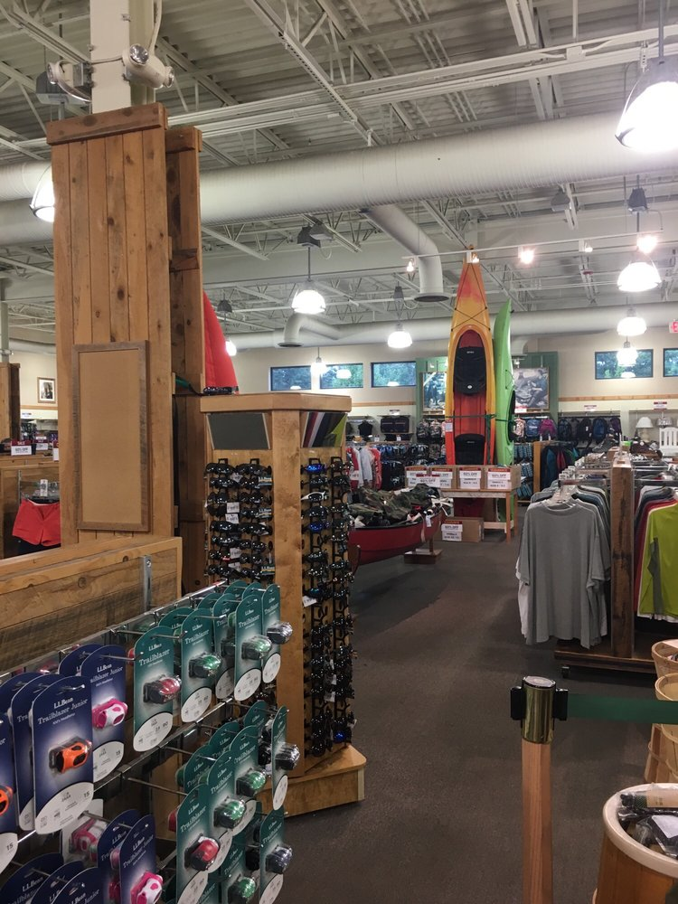 L.L. Bean Outlet: 1390 White Mountain Hwy, North Conway, NH