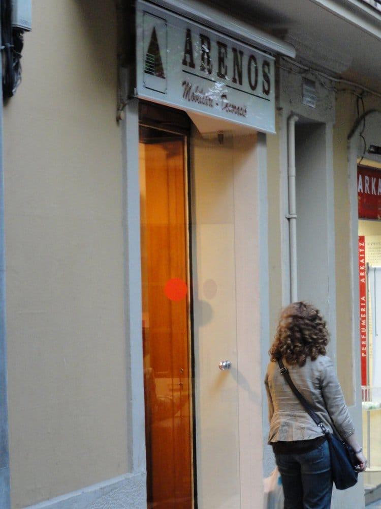 Mobles arenos tienda de muebles carrer de vallespir for Registro bienes muebles barcelona telefono