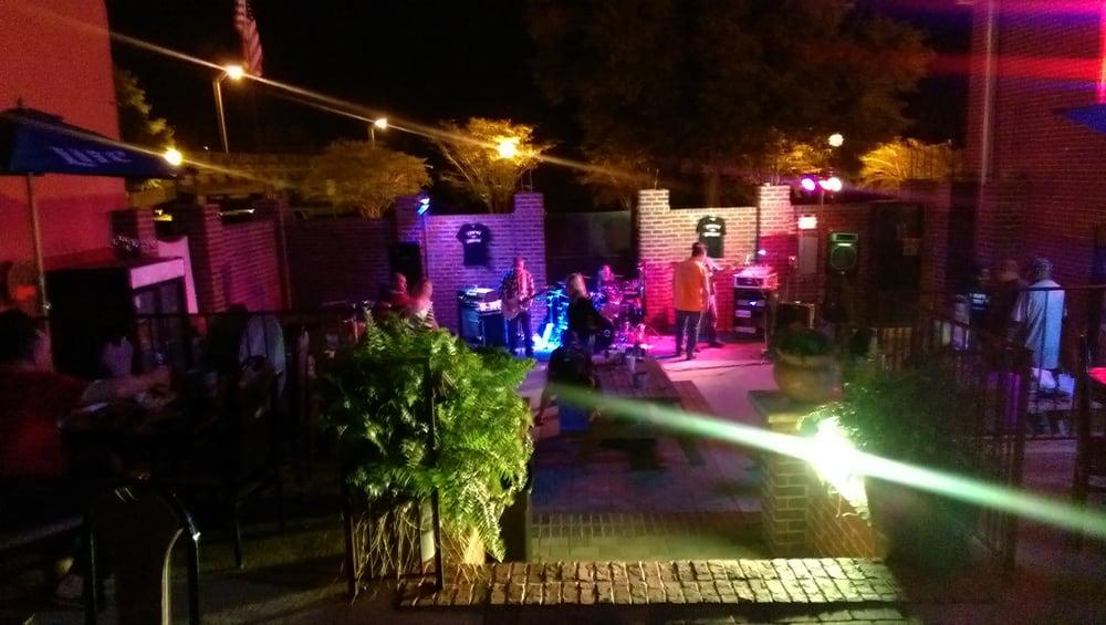 Docs Courtyard Cafe Milton Fl