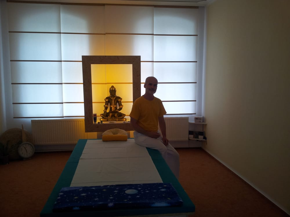 thai massage geschlossen 10 fotos massage colbestr. Black Bedroom Furniture Sets. Home Design Ideas