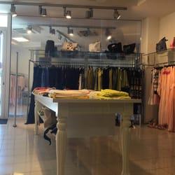 Pinko Factory Outlet - Abbigliamento femminile - Via Trento 8 ...