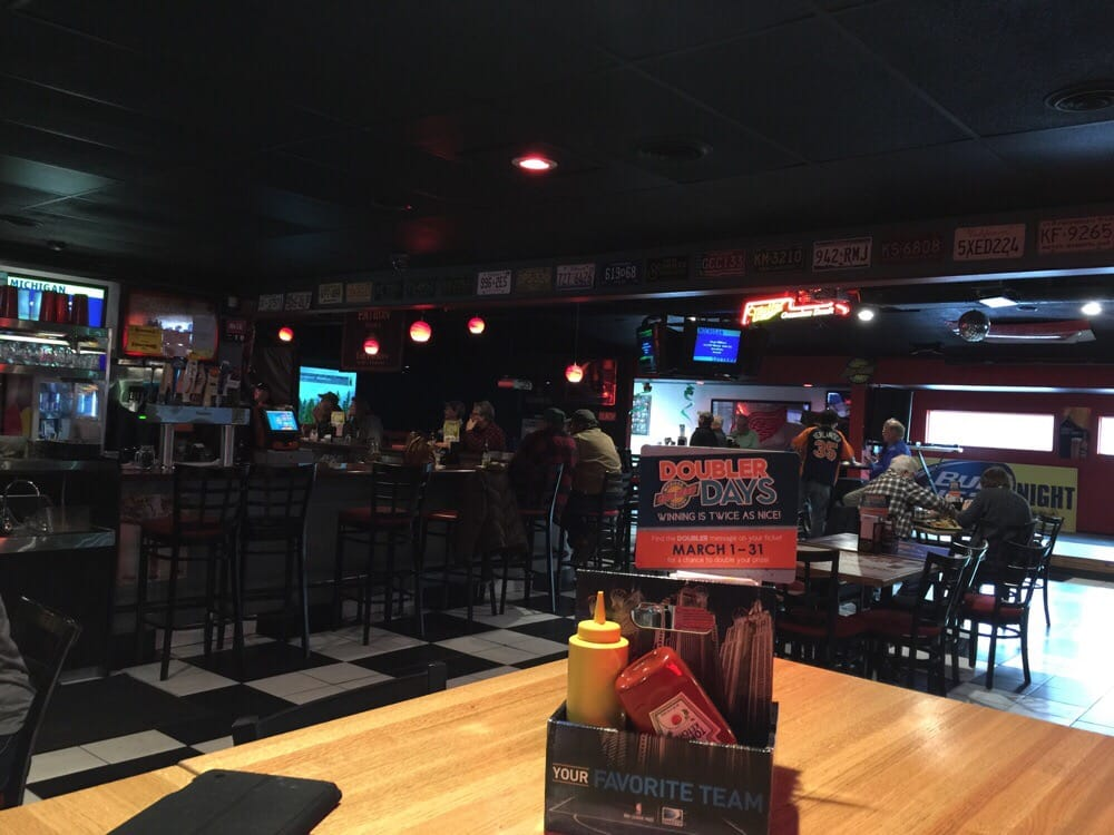 Joe's Garage Sports Pub: 6468 W Vienna Rd, Clio, MI