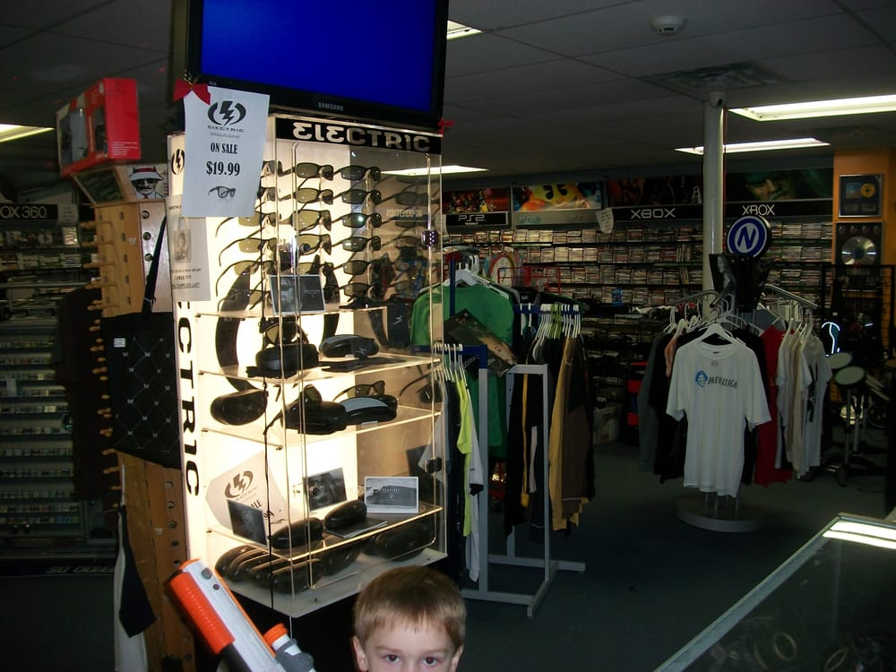 Compact Disc Outlet: 500 Chester Pike, Norwood, PA