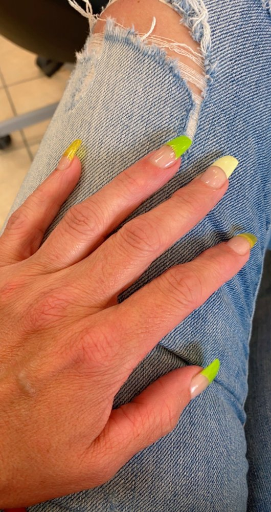Q Nails & Spa: 220 Brandilynn Blvd, Cedar Falls, IA