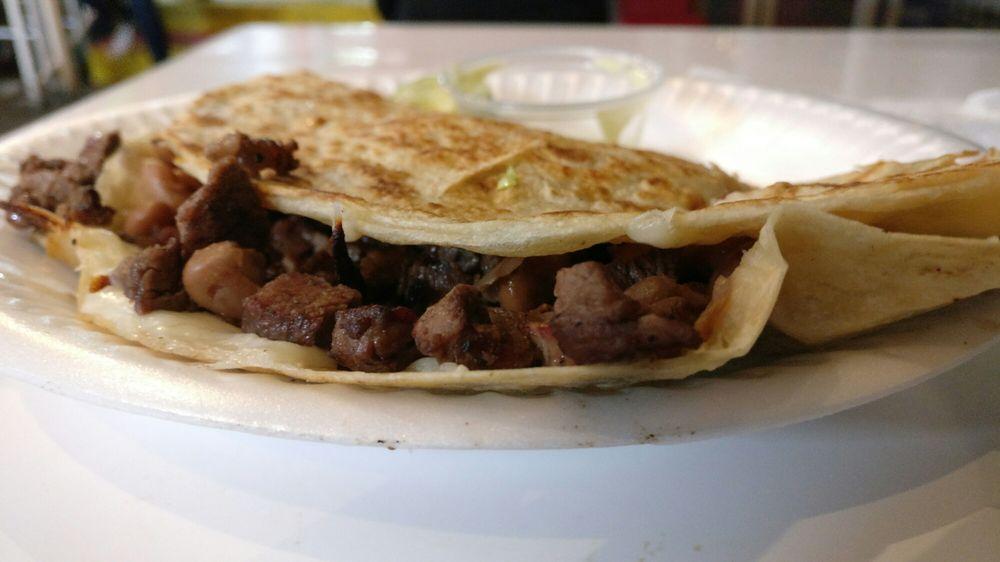 Food from El Güero Canelo