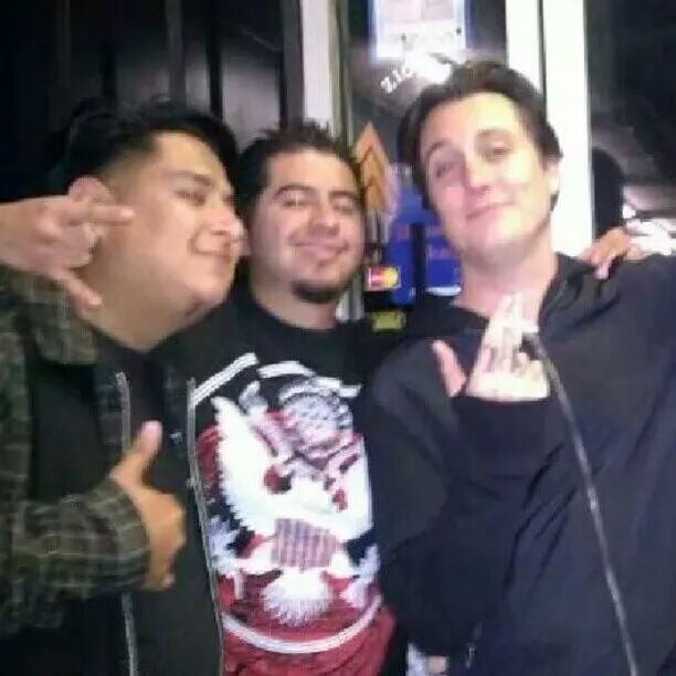 Synyster gates from avenged sevenfold hanging out and