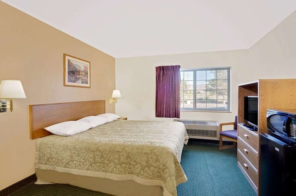 Super 8 by Wyndham Battle Mountain: 825 Super 8 Dr., Battle Mountain, NV