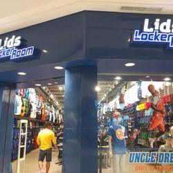 59be37c098d Lids Locker Room - 17 Photos   15 Reviews - Sports Wear - 231 Pearl Ridge  Center