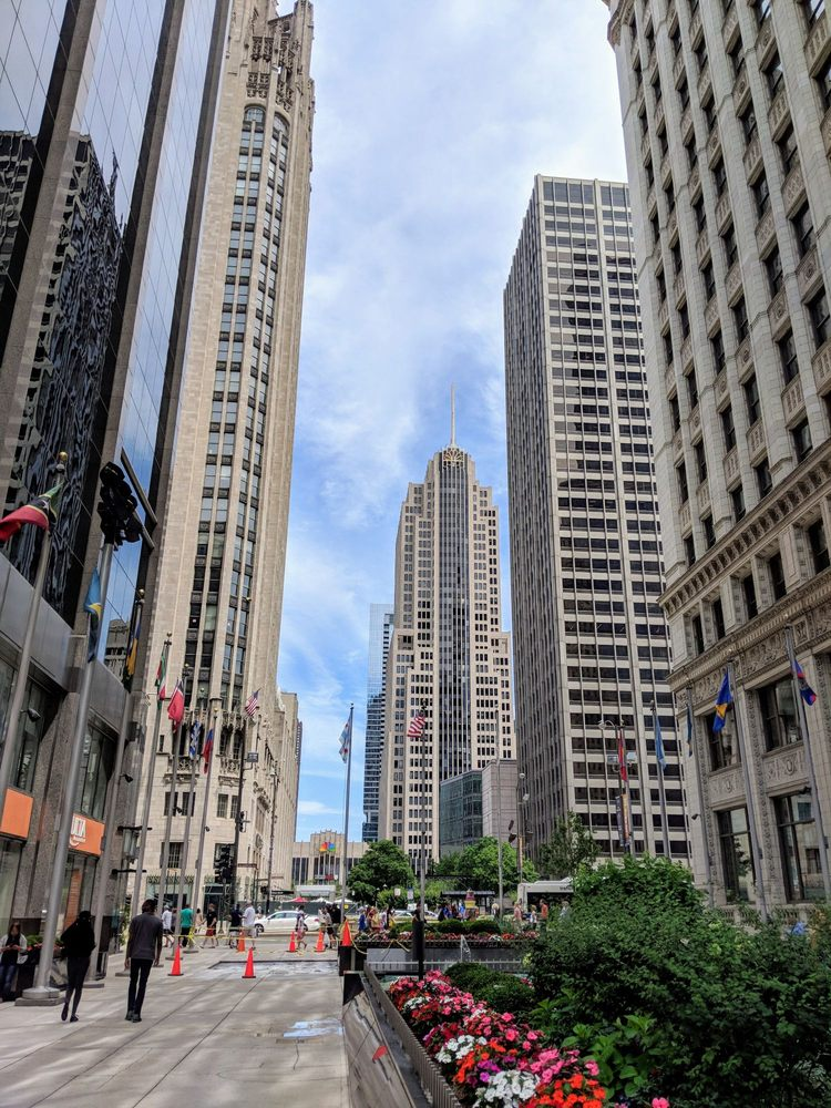 Plaza of the Americas: 302 E N Water St, Chicago, IL