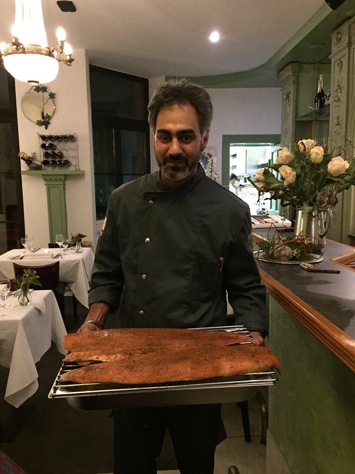Küchenchef & Inhaber Jaspreet Dhaliwal-Wilmes kam am Ende des Menues ...