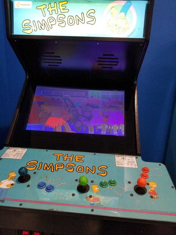 Pixels Arcade & Sports Bar: 2049 Witzel Ave, Oshkosh, WI