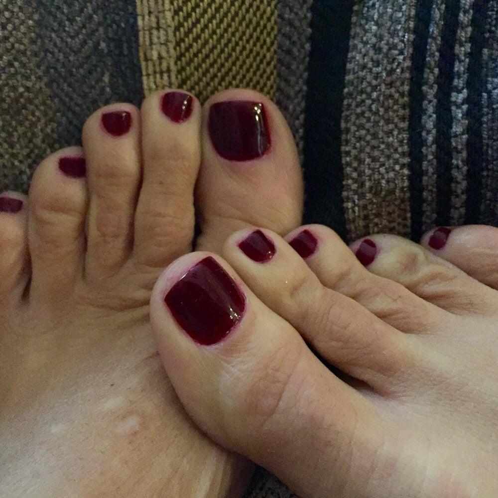 Beauty Wonderland: NOTD: Essie's 'Berry Naughty'