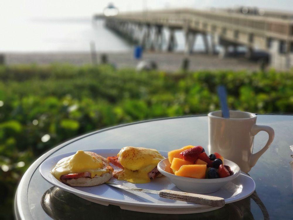 Deerfield Beach Cafe: 202 NE 21st Ave, Deerfield Beach, FL