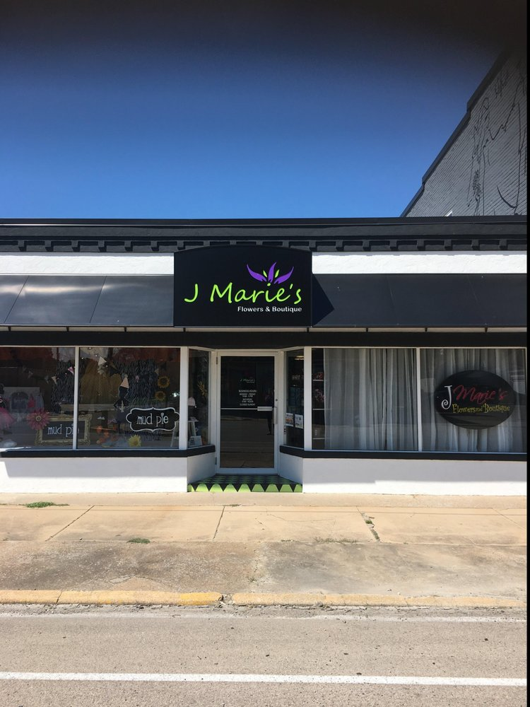 J Marie's Flowers and Boutique: 149 W Yoakum, CHAFFEE, MO