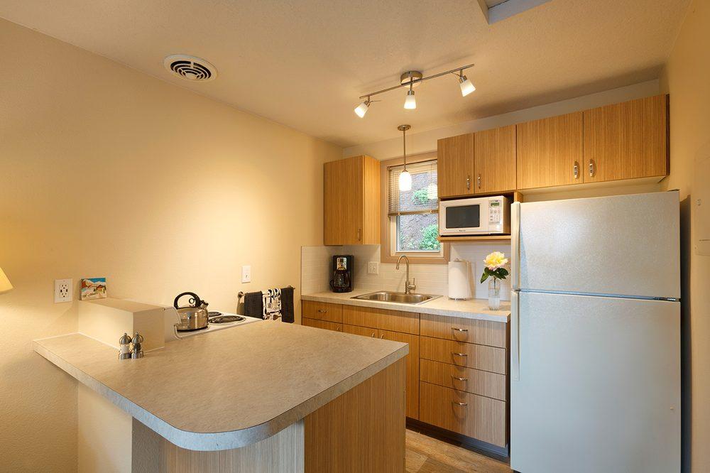 Brooklyn Center Suites: 3719 SE Milwaukie, Portland, OR