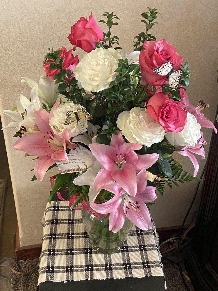 Gardenspot Floral: 845 S Main St, Deer Park, WA