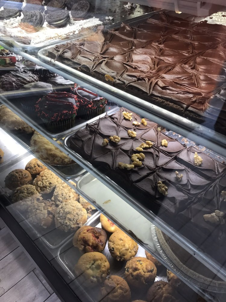 Delponte's Bakery: 600 Main St, Bradley Beach, NJ