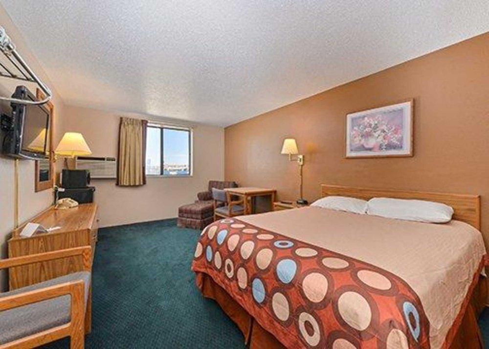 Rodeway Inn: 637 W 12th St, Dickinson, ND