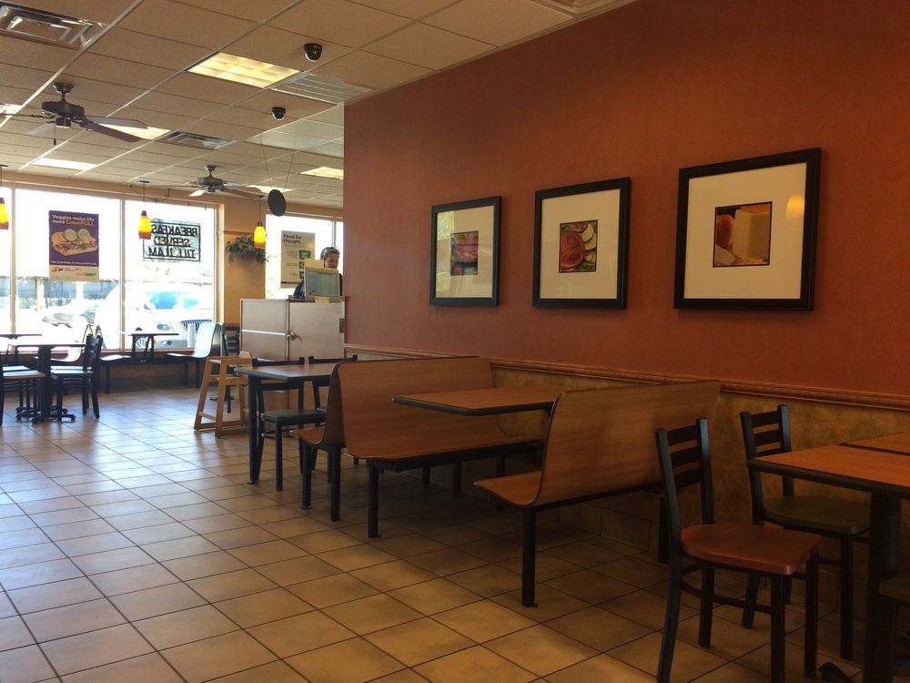 Subway: 11272 Olive St Rd, Saint Louis, MO